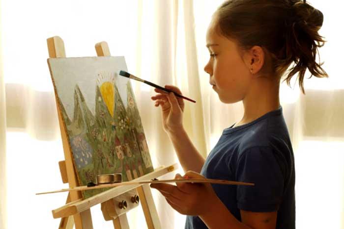 girl-painting-easel