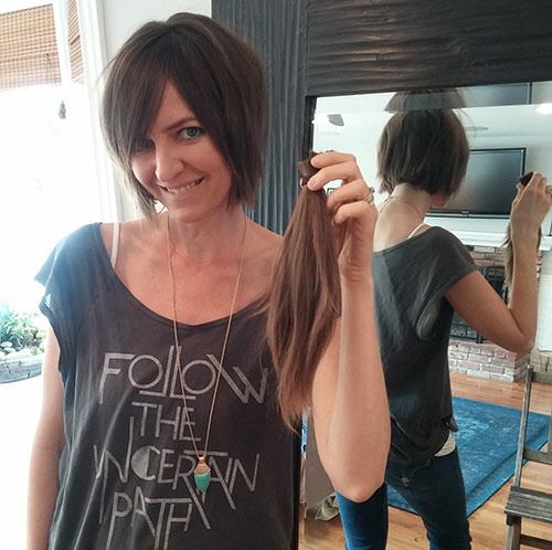 kate-cutting-her-hair